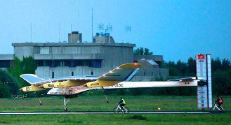 800px-SolarImpulse_HB-SIA_landing_Brussels_Airport_3-crop
